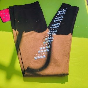 ❌⭕️NWT Brown bedazzle capris silky soft great fit